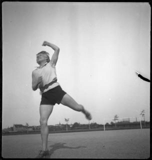 Ivana Tomljenović Meller: Učiteljica gimnastike, Bauhaus, 1930