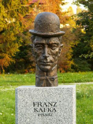 Doprsni kip Franza Kafke na Aleji slavnih v Kielcah