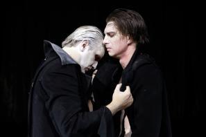 Prizor iz predstave Frankenstein