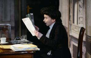 Veronika Drolc kot Gospa Češarkova
