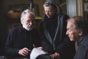 Režiser Michael Haneke ter glavna igralca Emmanuelle Riva in Jean-Louis Trintignant na snemanju filma
