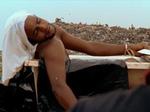 Prizor iz filma Življenje na smetišču